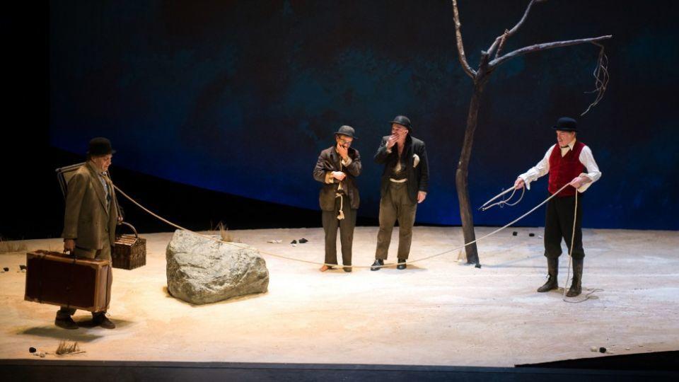 Lucky et Pozzo sous les rires d'Estragon et Vladimir