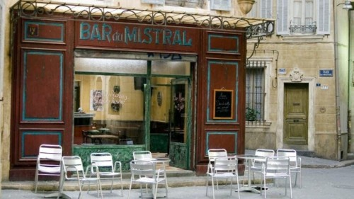 Le bar du mistral dans Plus Belle la vie