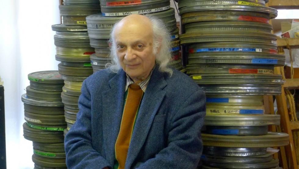 Boris Lehman devant ses bobines de film