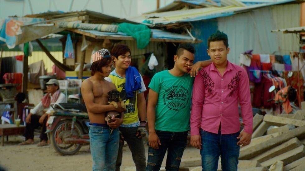 Bande de jeunes hommes dans Diamond Island