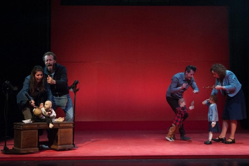 Les Marionnettes dans Arde brillante en los bosques de la noche de Mariano Pensotti