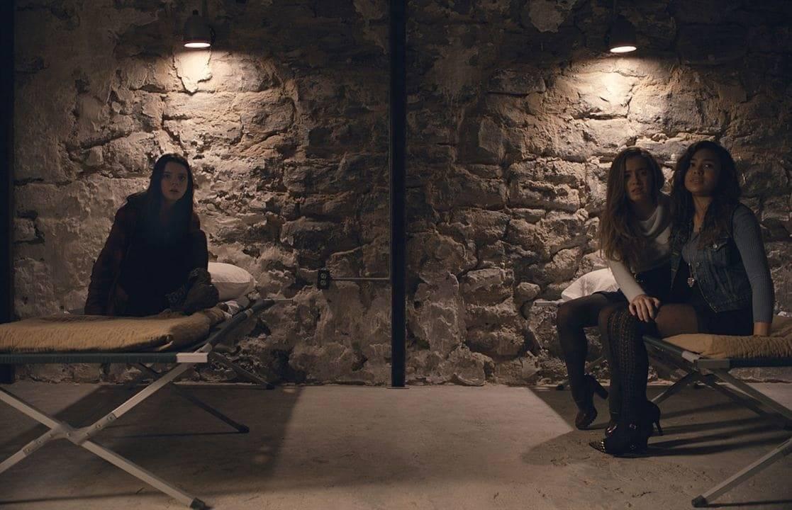 Les trois prisonnières des multiples personnalités jouées par James McAvoy dans Split de M. Night Shyamalan