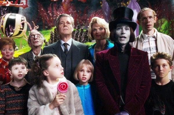 Les enfants et leurs parents dans Charlie et la chocolaterie de Tim Burton