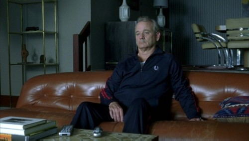 Bill Murray assis dans son salon (Broken Flowers)