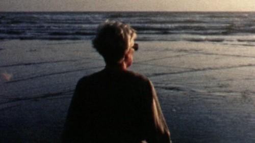 La mère d'Éric Caravaca dans Carré 35