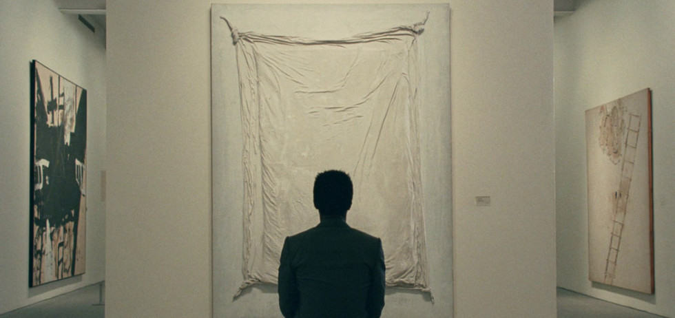 Isaach de Bankolé devant une peinture dans The Limits of Control de Jim Jarmusch