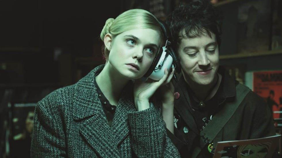 Elle Fanning et Alex Sharp dans How to Talk to Girls at Parties