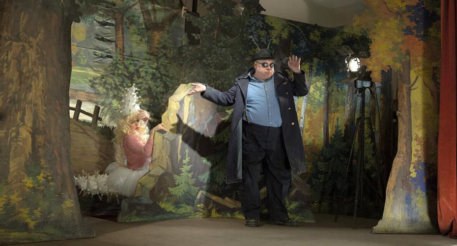 Un acteur sur la scène dans Insectes Jan Svankmajer