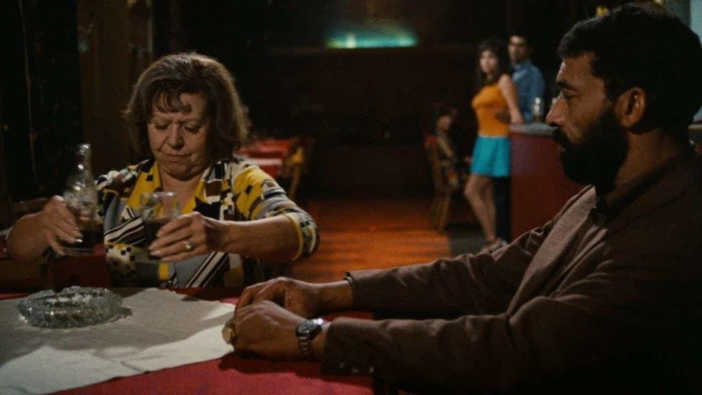 Le poids sur Regard dans Tous les autres s'appellent Ali film de Fassbinder