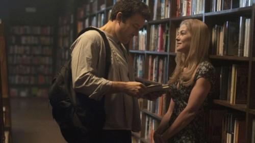Ben Affleck et Rosamund Pike dans la bibliothèque (Gone Girl de David Fincher)