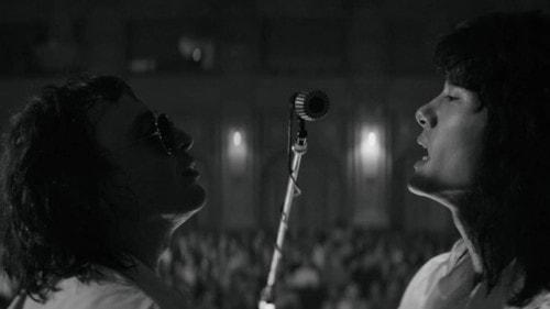 Les deux chanteurs sur scène et leur amité dans Leto