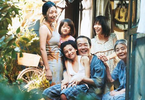La famille réunie dans le film de Kore-Eda