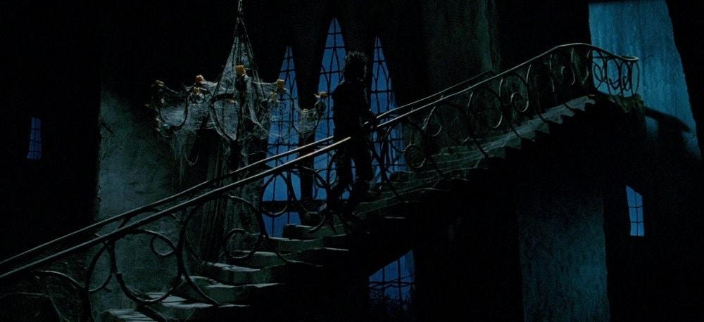 L'escalier gothique qui mène au grenier dans Edward aux mains d'argent