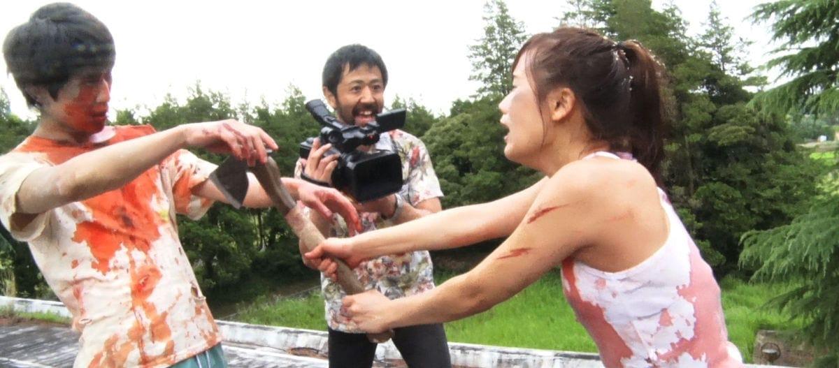 Le réalisateur filme ses deux acteurs dans Ne coupez pas !