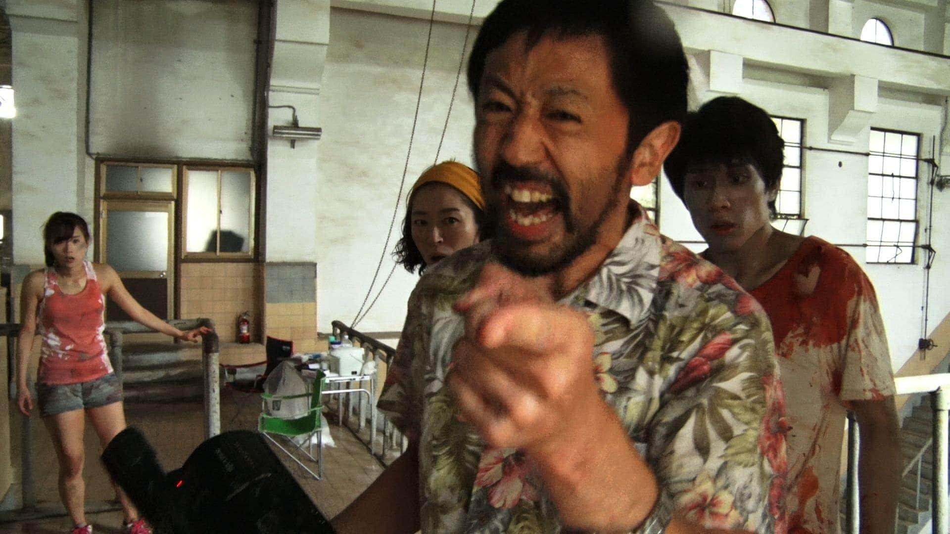 Un regard caméra du réalisateur dans One Cut of the Dead