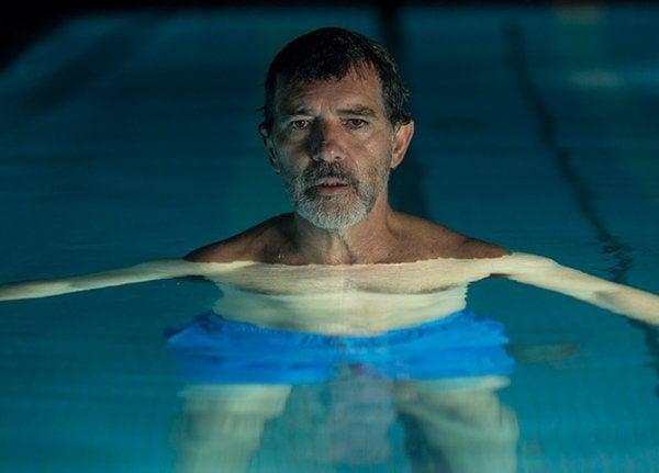 Antonio Banderas dans la piscine dans Douleur et Gloire