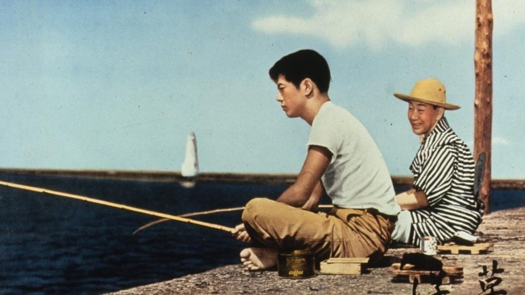 Une scène de pêche près du phare dans Herbes flottantes d'Ozu