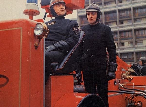Oskar Werner sur le camion des pompiers dans Fahrenheit 451