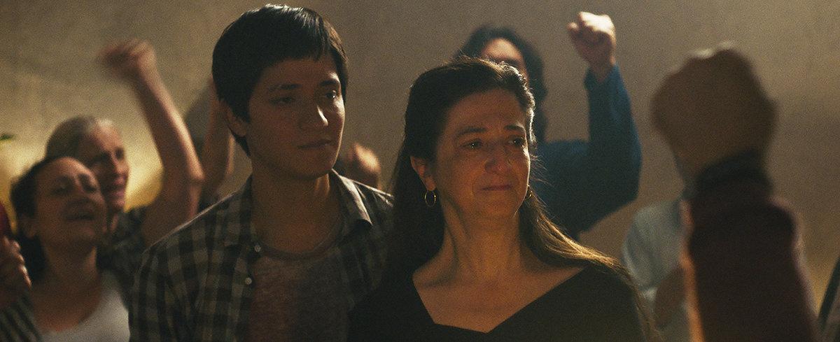 La scène de l'anniversaire dans Nuestras Madres