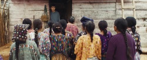 Ernesto et les femmes du village dans Nuestras madres