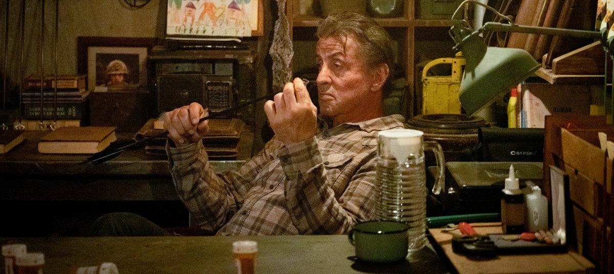 Sylvester Stallone dans son bureau dans Rambo : Last Blood