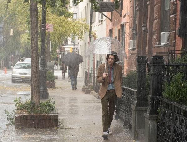 Timothée Chalamet sous la pluie