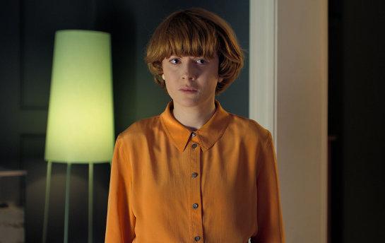 Emily Beecham et sa coupe de cheveux au bol dans Little Joe