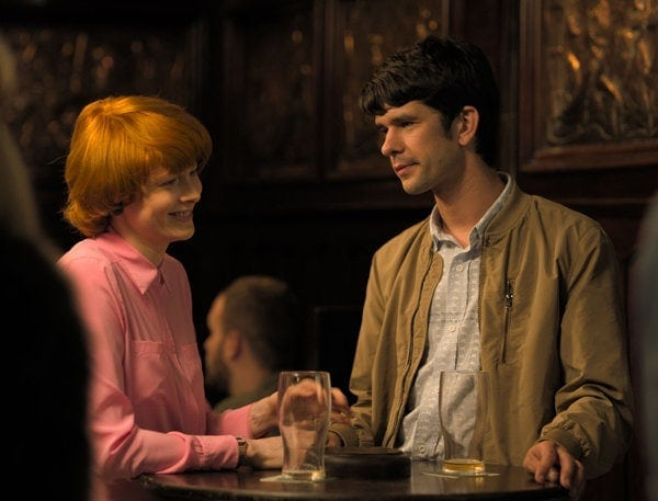 Emily Beecham et Ben Whishaw dans Little Joe