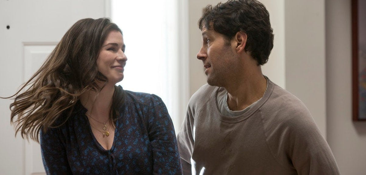 Miles (Paul Rudd) et Kate (Aisling Bea)dans la scène de danse de Living with Yourself