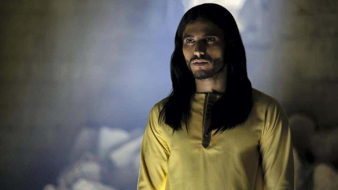 Mehdi Dehbi en Messie dans Messiah de Netflix