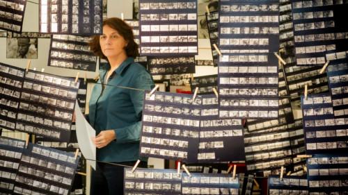 Marina Otero et les négatifs de ses photos dans Histoire d'un regard