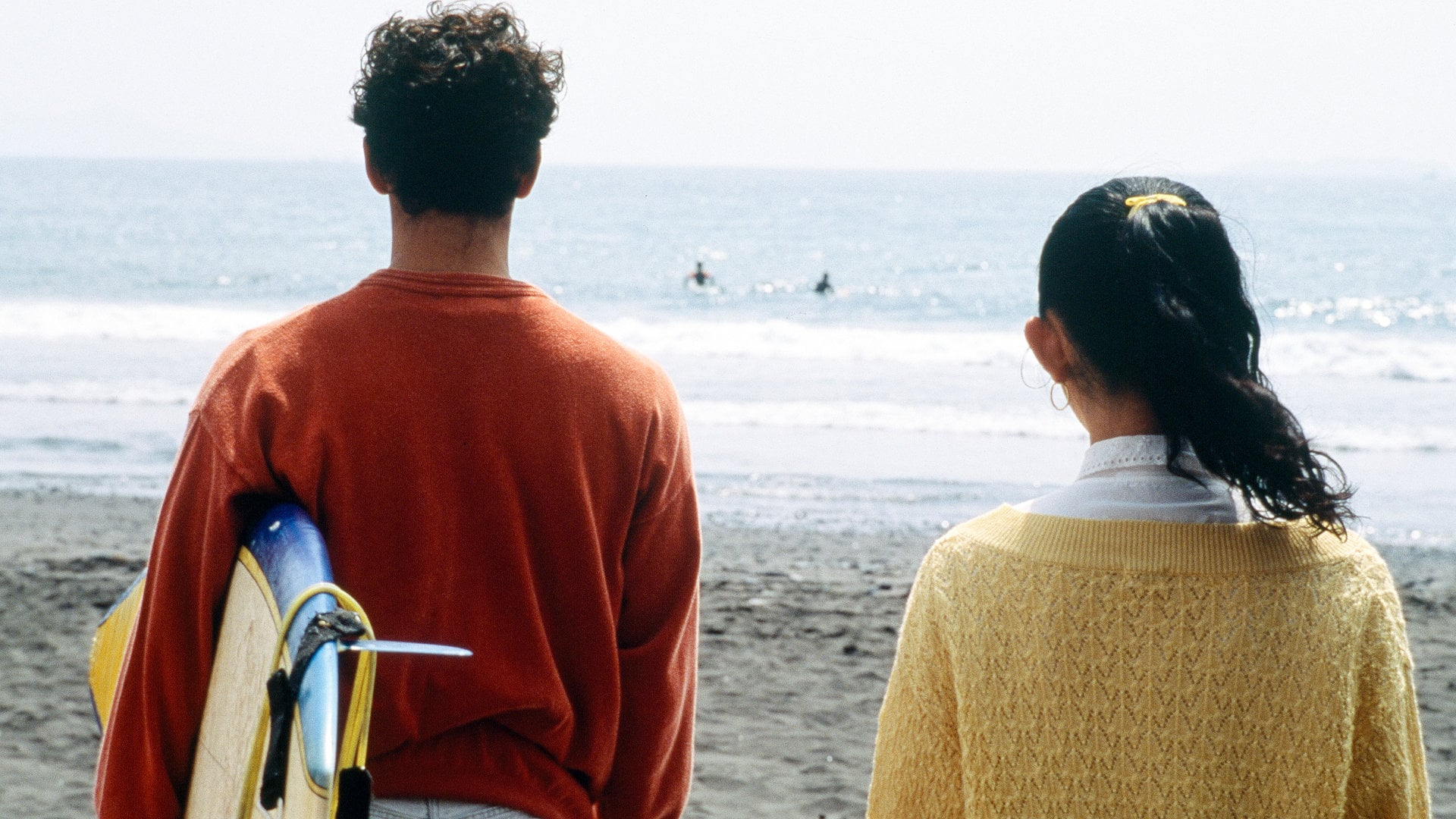 Hiroko Ôshima et Claude Maki sur la plage dans A Scene at the sea