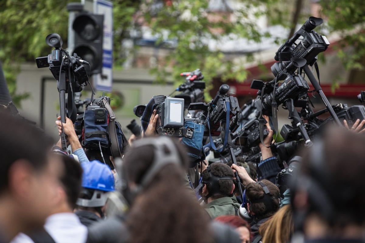 Caméra et micros des médias