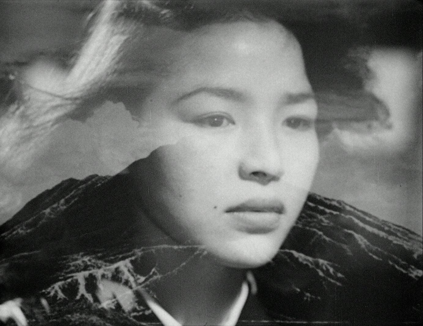 Le reflet évanescent de Akemi Negishi dans Fièvre sur Anatahan