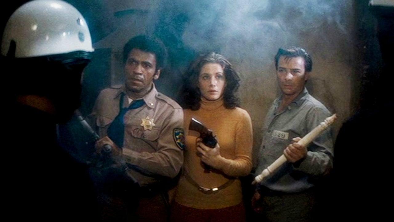 Les trois acteurs pris au piège dans la prison dans Assaut