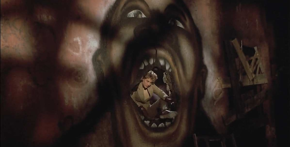 Helen (Virginia Madsen) face au Candyman dans Candyman