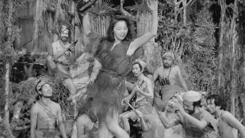 Akemi Negishi danse au milieu des hommes dans Fièvre sur Anatahan