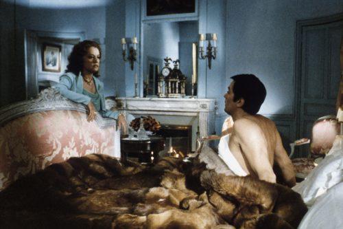 Jeanne Moreau et Alain Delon dans Monsieur Klein
