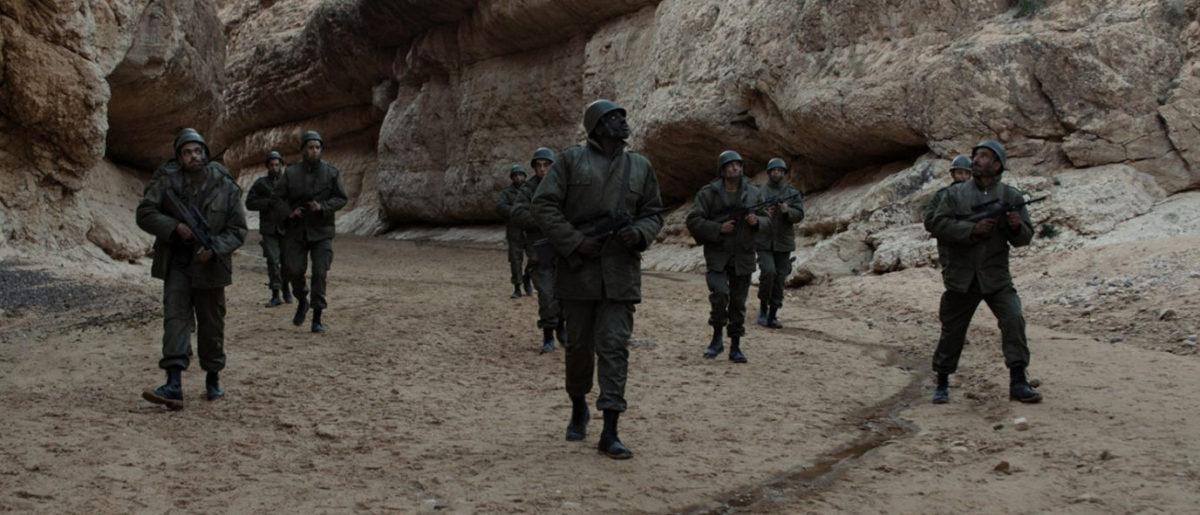 Les soldats dans le désert dans Sortilège (Tlamess)