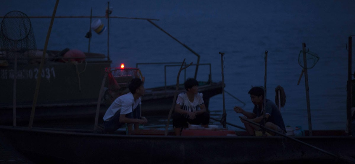 Le deuxième frère, sa femme et son fils sur leur bateau dans Séjour dans les monts Fuchun