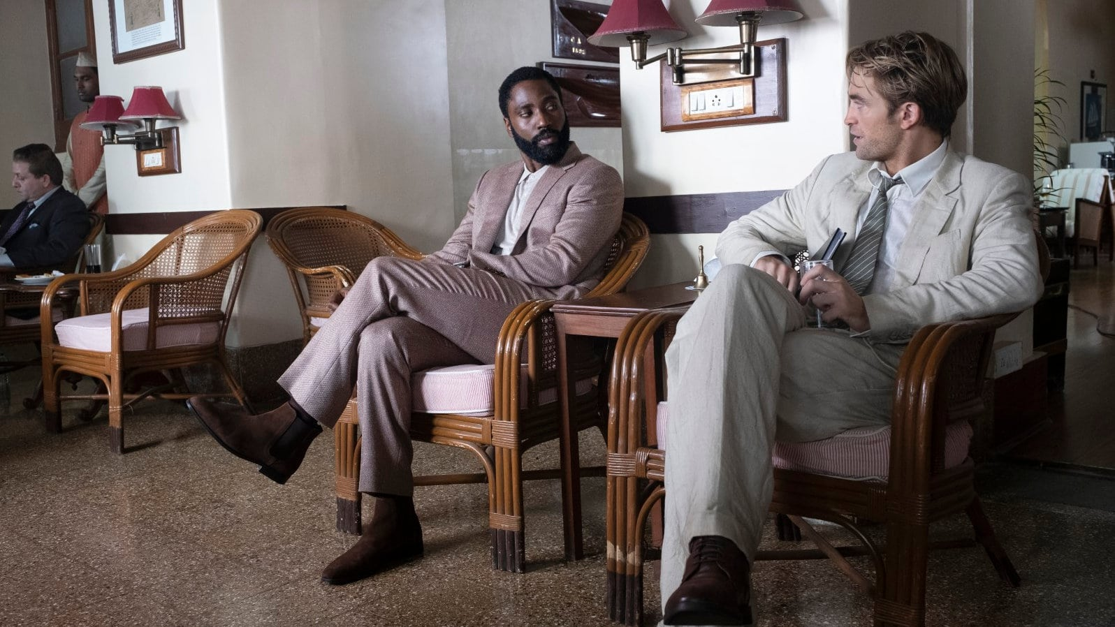 John David Washington et Robert Pattinson dans Tenet