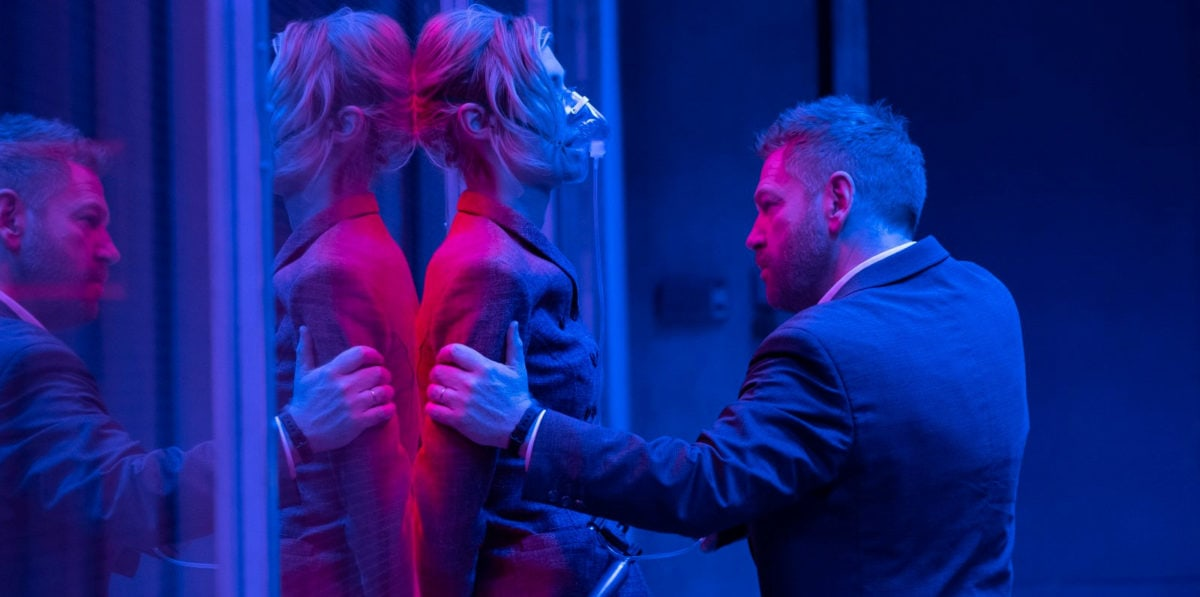 Elizabeth Debicki et Kenneth Branagh dans Tenet