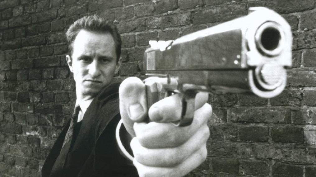 Benoît Poelvoorde avec son pistolet dans C'est arrivé près de chez vous