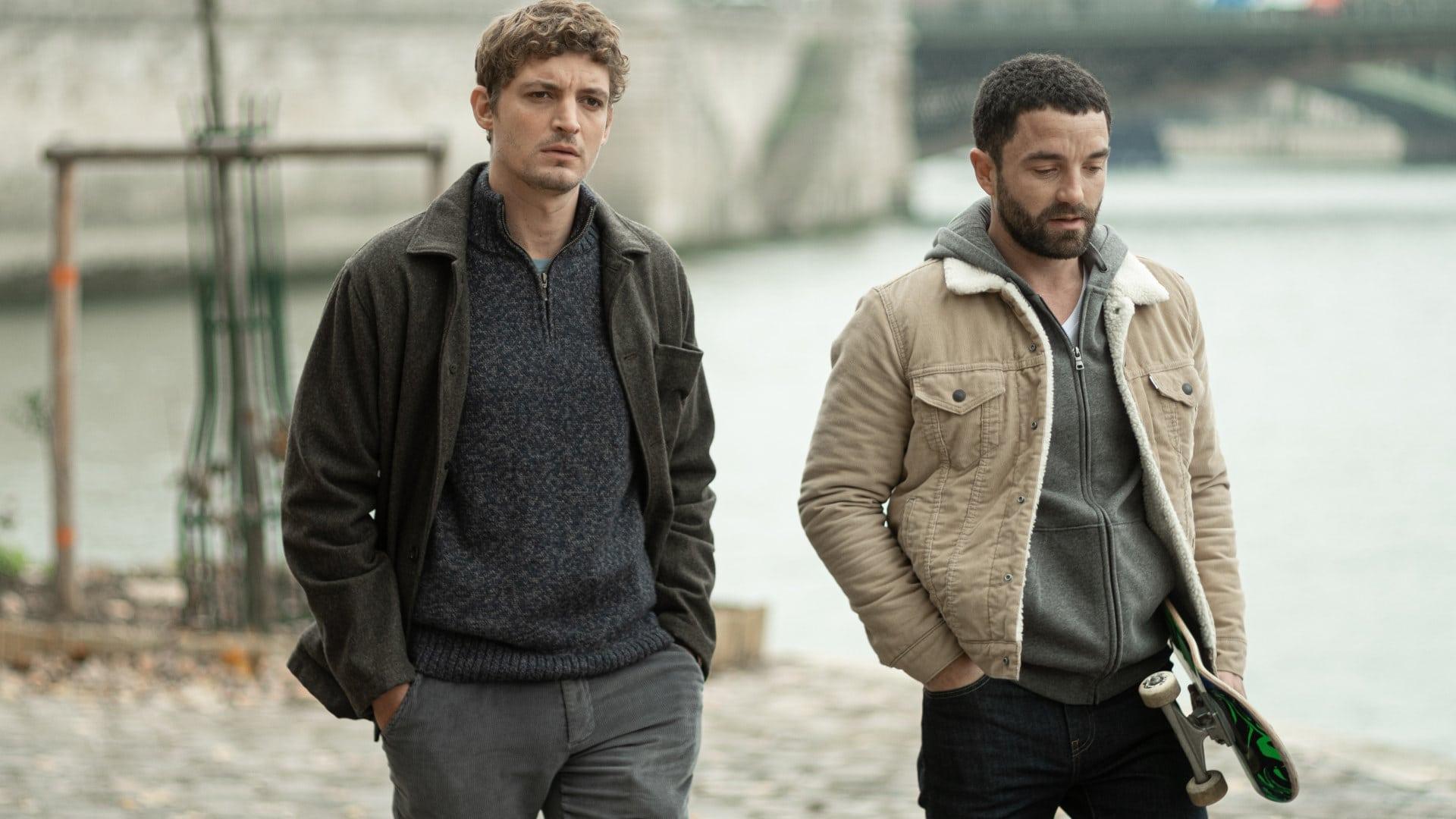 Niels Schneider (Maxime) et Guillaume Gouix (Gaspard) se promènent dans Les choses qu'on dit, les choses qu'on fait
