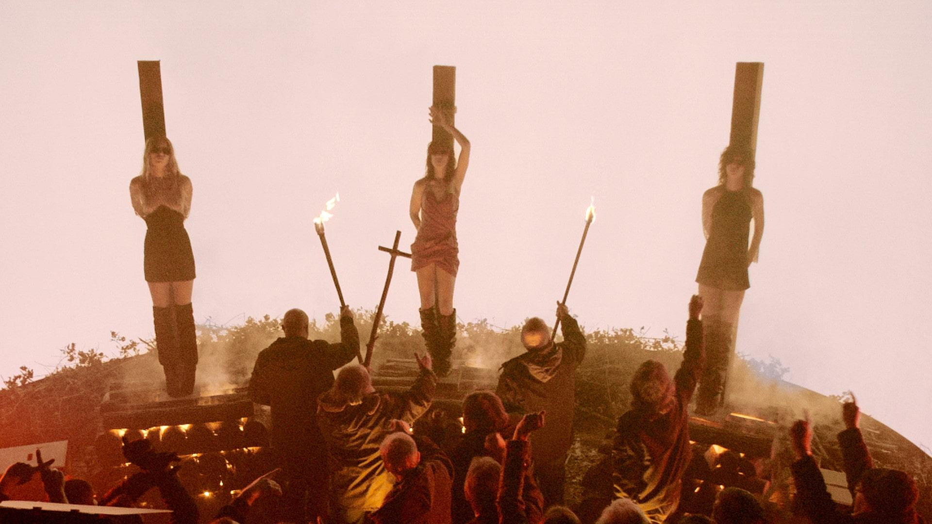 La scène du bûcher dans Lux Aeterna
