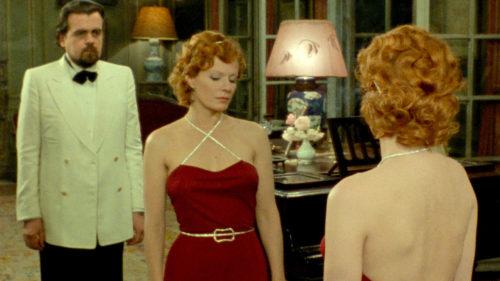 Anne-Marie Stretter (Delphine Seyring) et le reflet dans le mirroir du vice-consul (Michael Lonsdale) dans India Song