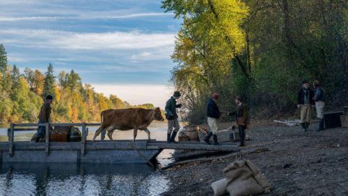 La première vache arrive sur terre dans First Cow