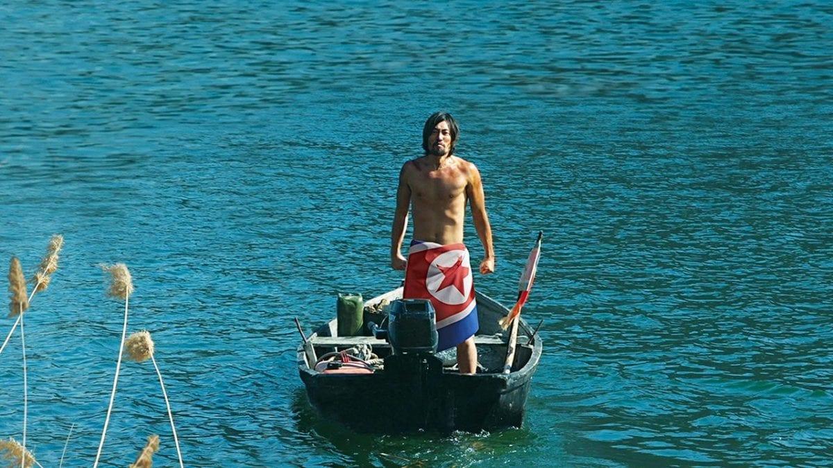 Ryoo Seung-bum sur son bateau dans Entre deux rives
