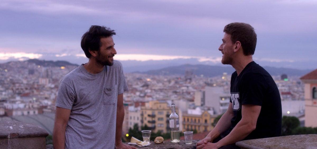 Mía Maestro et Juan Barberini sur une terrasse dans Fin de siecle