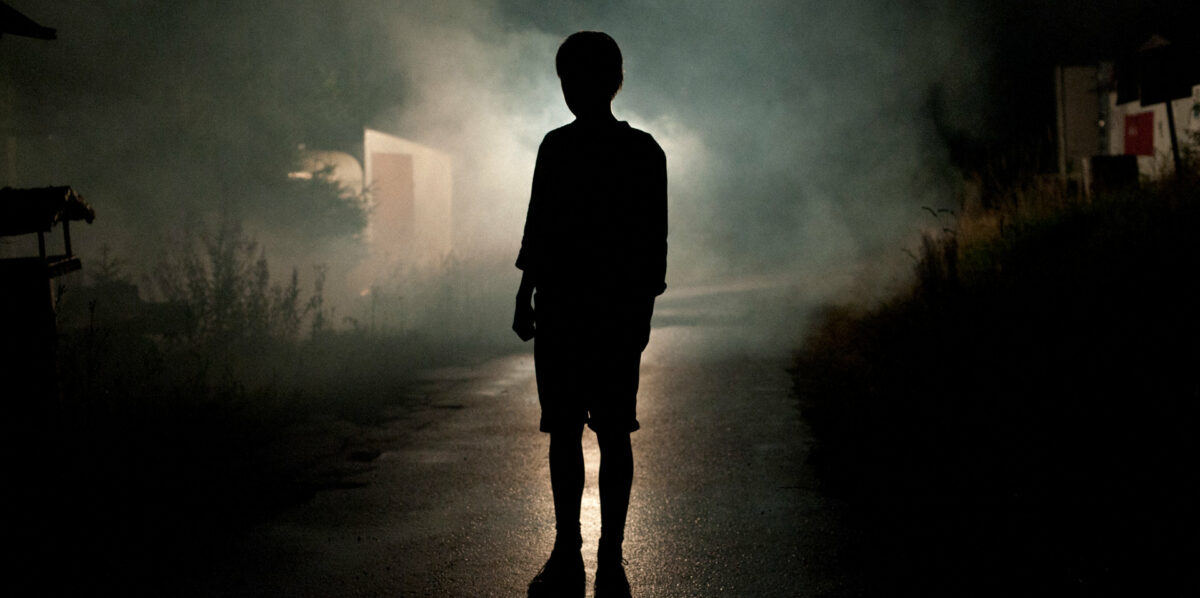 Paul (Thomas Gioria) dans la nuit dans Adoration